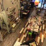 53718492 - 店内・ロフトから1階を見下ろす