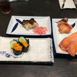 春駒 - ウニ、とり貝、赤貝、サーモン