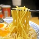 丸源ラーメン - 麺リフト