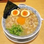 丸源ラーメン - 熟成醤油ラーメン 肉そば(半熟玉子入)¥750