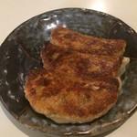53719574 - 餃子。                       三ヶ焼きで税込240円。                       美味し。