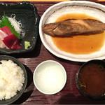 まるは食堂 - 本日の煮魚定食 税込2080円