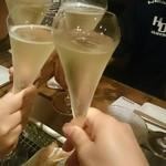 53721732 - スパークリングワインで乾杯(^-^)/