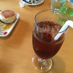 カフェいろはな - 飲み物もオシャレな器で。