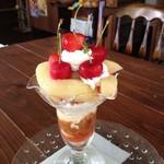 喫茶・雑貨 ちゅーりっぷはっと - 16/7/17 期間限定白桃とさくらんぼのパフェ
