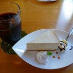 5373259 - ケーキセット 700円(ミルクティーのレアチーズケーキ)