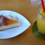 5373260 - ケーキセット 700円(NYチーズケーキ)