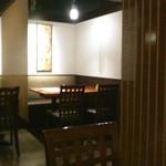 入母屋 - [内観] 店内 テーブル席 ②