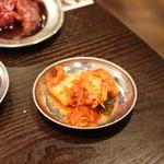 大衆焼肉酒場 ロマン - ランチのキムチは食べ放題