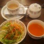バンジャーラ - セットのサラダ、スープ、ホットチャイ
