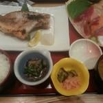 53733981 - 本日の焼き魚とお刺身の定食