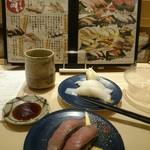 グルメ廻転寿司  まぐろ問屋 三浦三崎港 恵み - 目の前柱だったんで、回ってるのから(笑)→いか、いさき