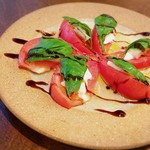 Les deux Bleue - トマトとモッツァレラのカプレーゼ