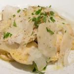トラットリアイルポンテ - フレッシュマッシュルームとパルミジャーノチーズのサラダ(取り分け後1/2:1,700円)