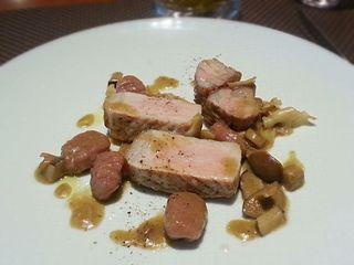 リストランテ ペガソ - スペイン産黒豚の炭火焼き ノーザンルビーのニョッキとキノコソース