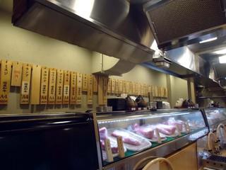 治郎丸 荻窪店 - カウンターからの眺め。