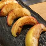 ほじゃひ~本格お好み焼きと広島地酒の店~ - 山梨産の桃は固めの歯触りながら実は熟しており皮も気にならない。