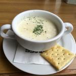 53742519 - 本日のカップスープは、なんとクラムチャウダー400円