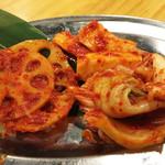 馬力キング - キムチ3品盛り。白菜と山芋とレンコンのキムチです。