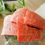 日本料理 桜坂 - 料理写真:仙台牛 氷がしいてあります。添えられた竹も涼しげ
