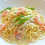 レストラン シンフォニー - スモークサーモンと小海老のクリームスパゲッティ