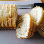 53750219 - ラウンドパン:メープルシロップ