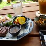 Katsunuma 縁側茶房 - ステーキ