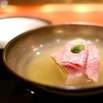 にくの匠 三芳 - テール出汁のお椀 冬瓜と三筋