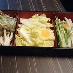 牛禅 - とっても綺麗な野菜の盛り合わせ