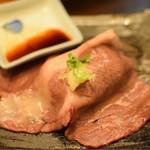 焼肉問屋 飛騨牛専門店 炭火焼肉ジン - 大判和牛すき焼きしゃぶ寿司 490円