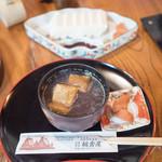 合掌茶屋 相倉屋 - 料理写真:とち餅の入ったぜんざい500円と五箇山豆腐300円