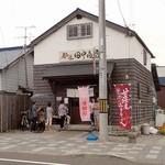 麺屋 田中商店 - お向いの酒蔵前から;三連休中日 11:20 .お客さん,並んでます(^^;) 2016/07/16