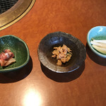北谷ダイニング - 前菜3品、左から島らっきょの塩麹漬け、ミミガーと胡瓜のピーナッツ和え、白身魚の山海和え