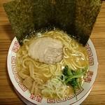 Yokohamaramenouka - 豚骨醤油ラーメン並 670円