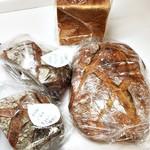 パナデリア シエスタ - [2016/7] 角食パンと3種のパンドロデヴ