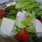 梅佶 - 温泉玉子とトウフのサラダ
