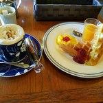 純喫茶リエール - 料理写真:「シナモン珈琲+ワッフル(ジャム)」