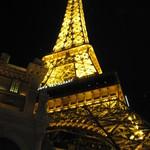 LENÔTRE - エッフェル塔。勿論本物でなく半分ほどの高さのオマージュ。