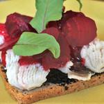 スモーブロー キッチン ナカノシマ - 本日のフィッシュ スモーブロー  ハモとビーツ