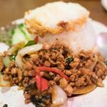 ダオタイ - 2016.7 パッガパオカオ(920円)バジル炒め卵焼のせご飯
