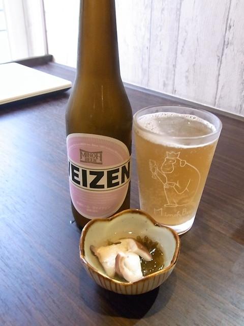 KAKURE 酒庵 海道ゃ - 箕面ビール・ヴァイツェン¥900 つきだし¥?は蛸とモズク