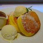 53782159 - 幸せのパンケーキ+アイストッピング