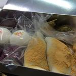 53784054 - 超有名な麦代餅 桜の葛餡子もちの香りが素晴らしい