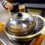 名物トンマキ じゅんご - ホタテトンマキを蒸し焼き