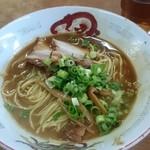 53793573 - スープがちょっと少ないかな。でも残す人も多いから、ひたひたに入れたら無駄になることが多いんだろうねえ。でも味はシンプルで濃い和歌山の味!