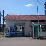 53793576 - 打田駅。朝は改札業務があるそうだが、朝だけでおしまい。