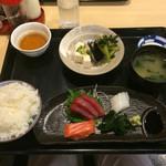 神戸料理道場 雄司 - さしみ定食¥650 まぐろ、いか、サーモン 豆腐、ひじき、水菜の煮物、香の物