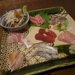 53796759 - お刺身盛合せ(カツオ塩たたき、マグロ大トロ、地アジ、尾長鯛、マグロ漬け、金目鯛、ノドグロ、太刀魚炙り)