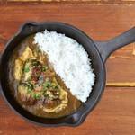 野菜を食べるカレーcamp - 鹿児島県産鰻の卵とじカレー