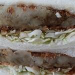 サンデー - 料理写真:カレーコロッケサンド 250円